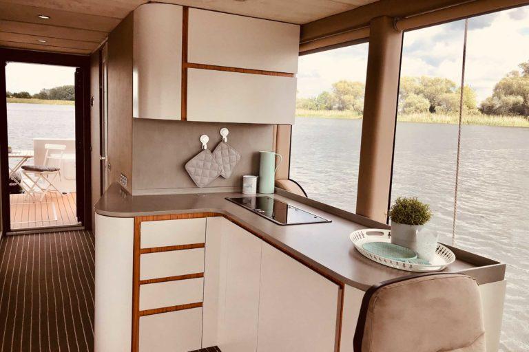 Hausboot Luxusboot Küchenzeile