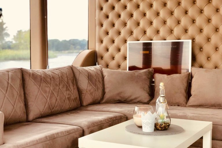 Luxusboot Deutschland Sofa Wohnzimmer auf dem Hausboot